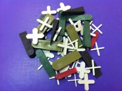 Крестики и клинья для укладки  плитки и кафеля