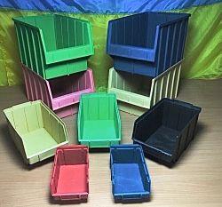 Ящики в трех размерах, каждый размер в пяти цветах