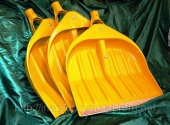 Жёлтые лопаты для снега 440х460