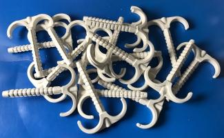 Дюбель крюк  100 mm двойной  для крепления труб и кабеля до 28 mm